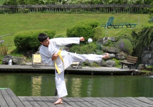 Kinder im Karate